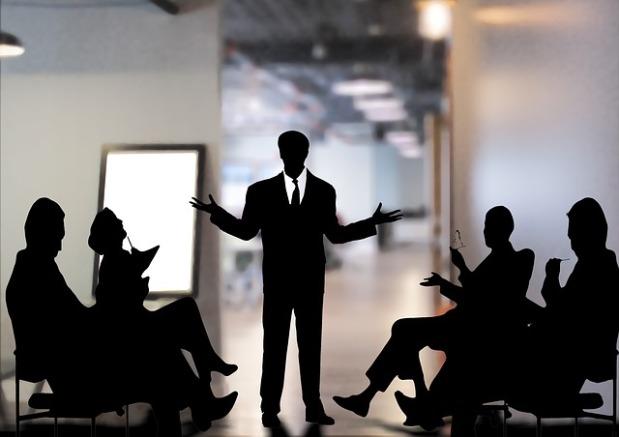 Comunicándonos en el centro de trabajo: tips yestrategias